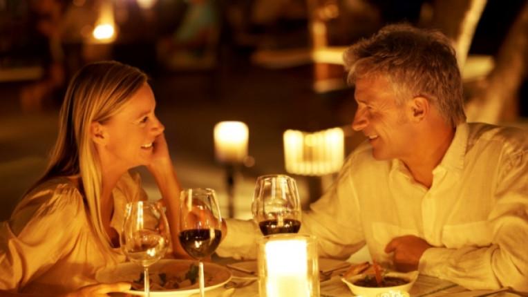 жена мъж вечеря романтика
