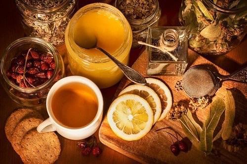 <p><strong>Кожни инфекции</strong></p>  <p><br /> Нанесете паста от мед и канела на прах върху засегнатите места. Комбинацията лекува екзема, трихофития и всички видове кожни инфекции</p>