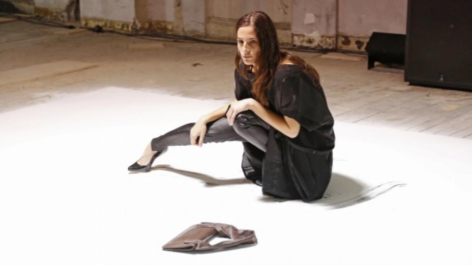 """По време на събитието танцьорите бяха тези, показващи дрехите и аксесоарите на френския бранд """"Maison Martin Margiela"""""""