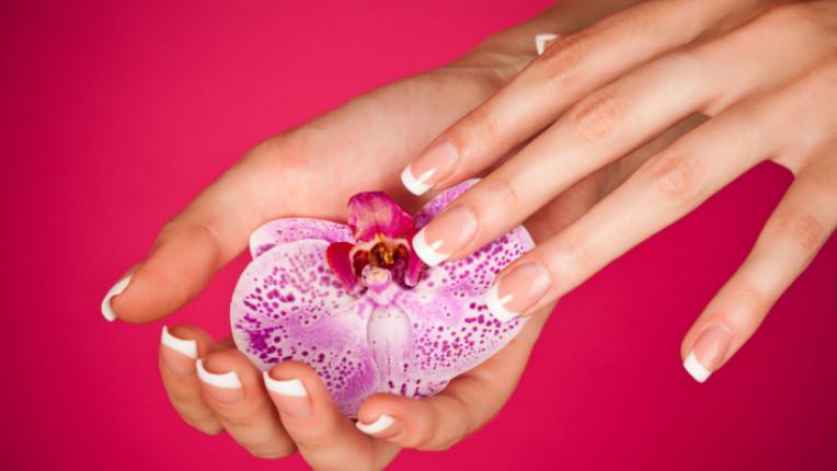 ръце френски маникюр орхидея нежност