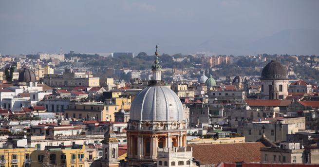 В Неапол, известен като града на Камората, все повече деца