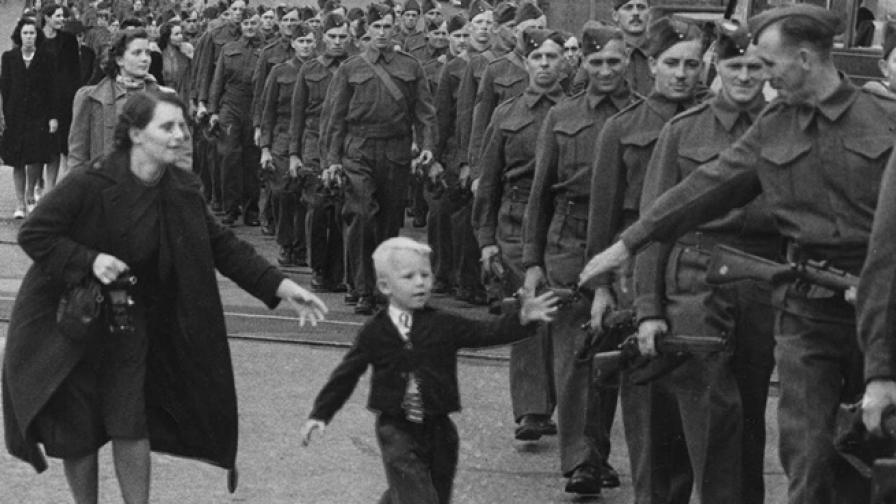 """""""Чакай ме, татко"""" -  един трогателен миг от войната"""