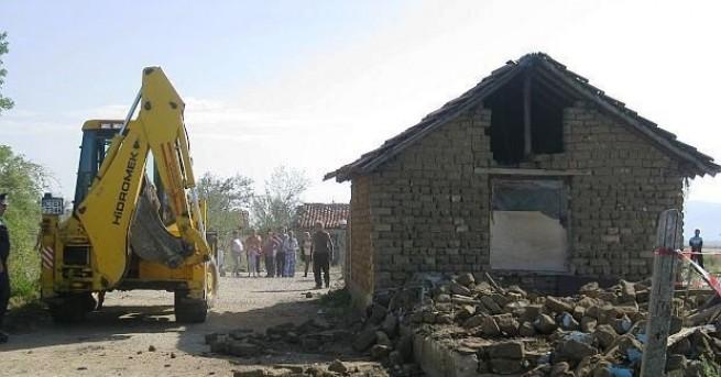 """54 незаконни постройки в местността """"Карасиврия"""
