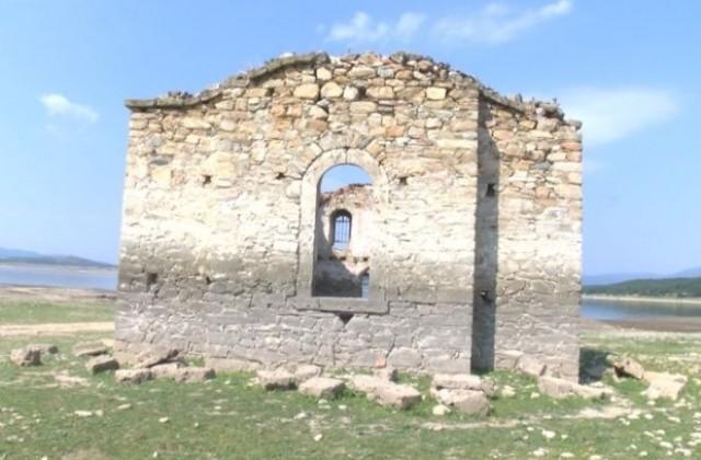 Potopenata Crkva Izpluva Nad Vodite Na Yaz Zhrebchevo Vsyaka Godina
