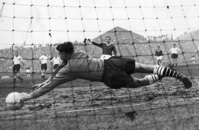8 септември: Играят се първите мачове на Английската футболна лига ...
