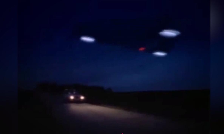 """Едно от най-масовите наблюдения на НЛО е документирано в периода 1989-1990 г. в региона обхващащ Белгия, Франция и Англия, като най-многобройни са свидетелствата в Белгия. Така наречената """"Белгийска НЛО вълна"""" или """"Белгийското НЛО нашествие"""", започва през есента на 1989-та и продължава до началото на 1990-та година. За този период, над 13 500 човека обявяват, че са наблюдавали ниско летящи, безшумни черни триъгълници. Над 2600 души дори описват подробно своите наблюдения, а странните обекти са засечени и от радарите на белгийските военно-въздушни сили и в един от случаите са изпратени два военни изтребителя Ф16 да преследват неидентифицираните летящи обекти."""