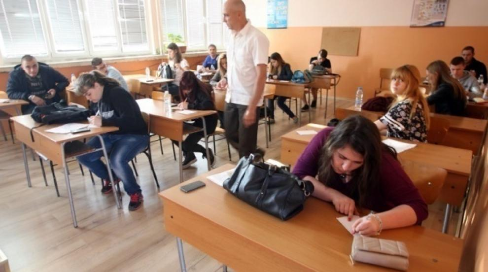 Десетокласници ще учат за Народния съд, лагерите и репресивния апарат