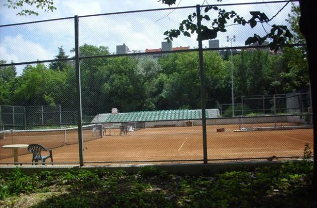 76a4177d5ba Искат дарения за ползване на обновените тенис кортове в Добрич ...