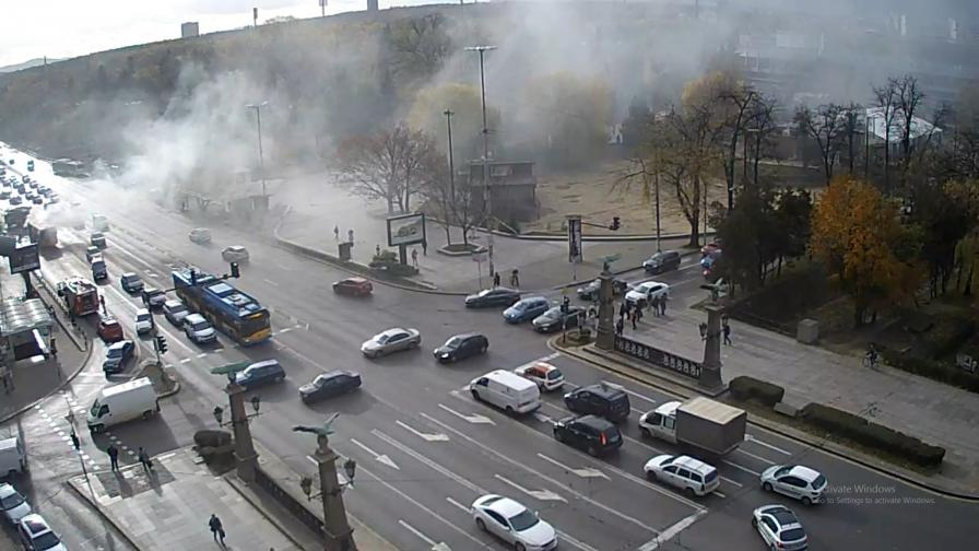 Автобус се запали на Орлов мост