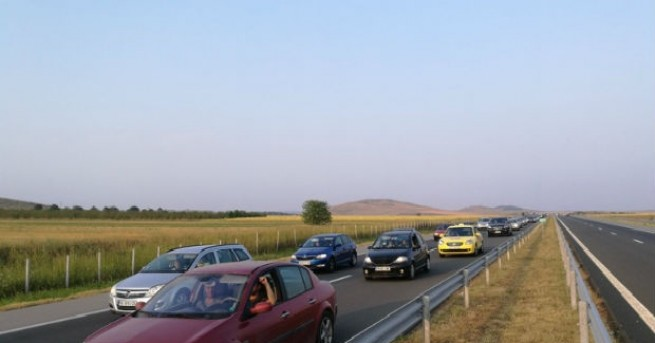 Снимка: 38 000 автомобила - пикът на трафика по магистрала