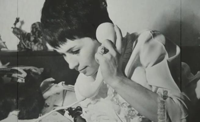 """На днешната дата - 24 април, се е родила примата на българската музика Лили Иванова.Лили Иванова е родена в гр. Кубрат, а е завършила медицински техникум във Варна. По-късно работи като медицинска сестра. През 1961 г. е одобрена за прослушване в """"Концертна дирекция"""", София, която организира първото задгранично турне заедно с Емил Димитров, Ирина Чмихова и Мария Косева в Румъния. През 1963 г. тя участва в програмата на хотел """"Амбасадор"""" и театър """"Танасе"""" в Букурещ. Блестящото ѝ представяне е отразено в четири директни предавания по румънската държавна телевизия.Днес Лили Иванова има зад гърба си хиляди концерти, стотици песни, десетки албуми и медийни изяви. Наричана """"Примата на българската поп музика"""", Лили е една от най-обичаните певици в България в продължение на десетилетия."""