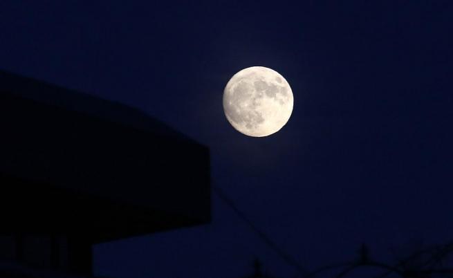 Луната е имала атмосфера, захранвана от вулкани