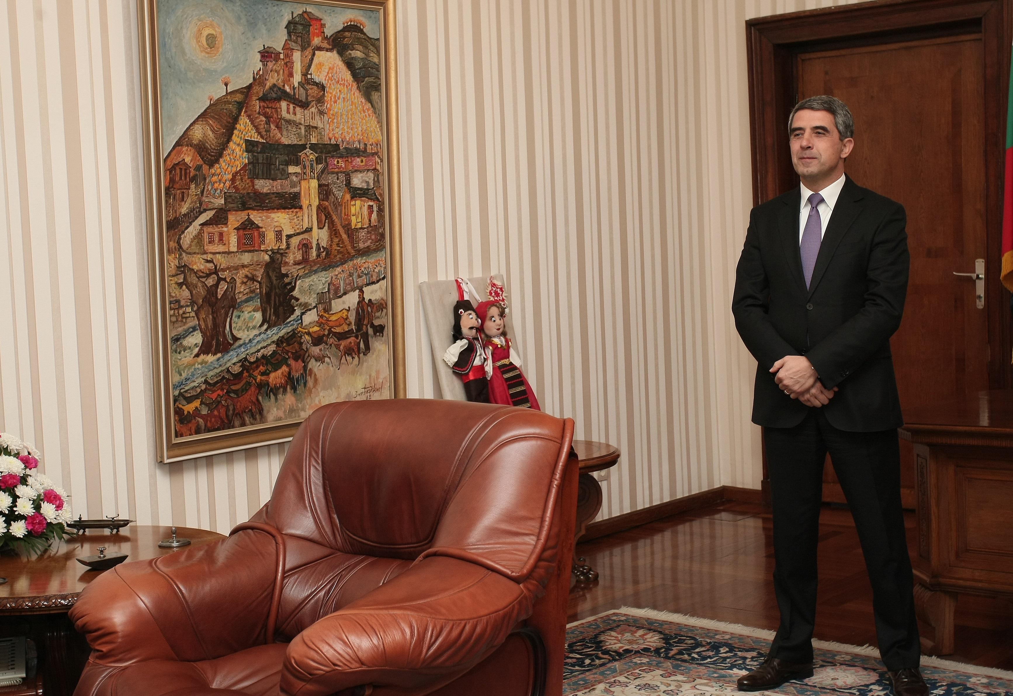 """Настоящият президент на България Росен Плевнелиев и новоизбраният държавен глава Румен Радев се срещнаха на """"Дондуков"""" 2"""