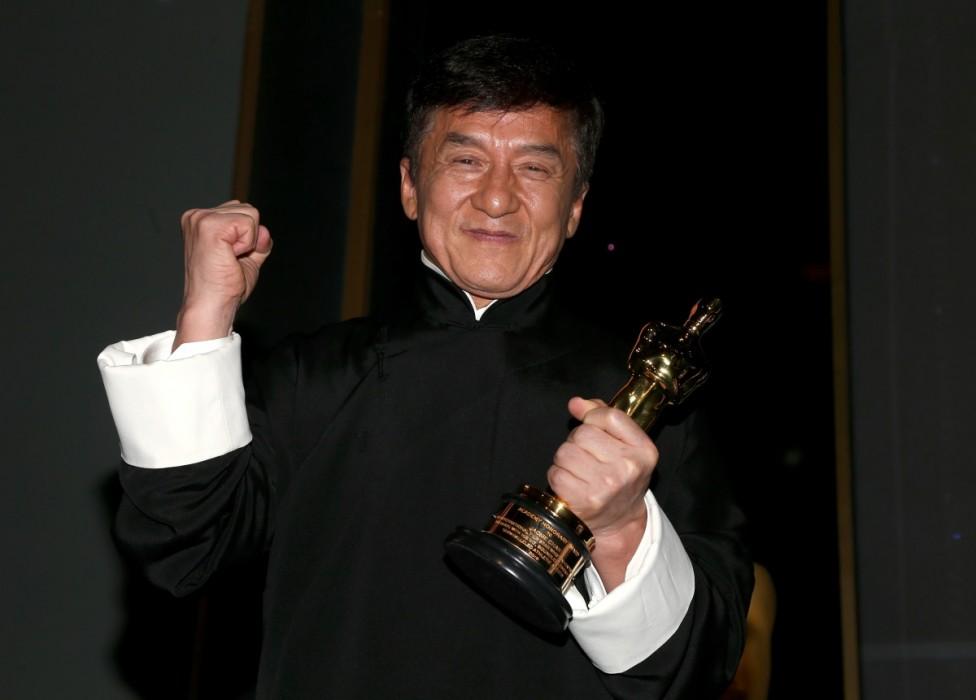 """- Актьорът Джеки Чан стана лауреат на почетната награда """"Оскар"""" за принос в киното. Той е един от най-известните азиатски киноактьори, заедно с Брус Ли..."""