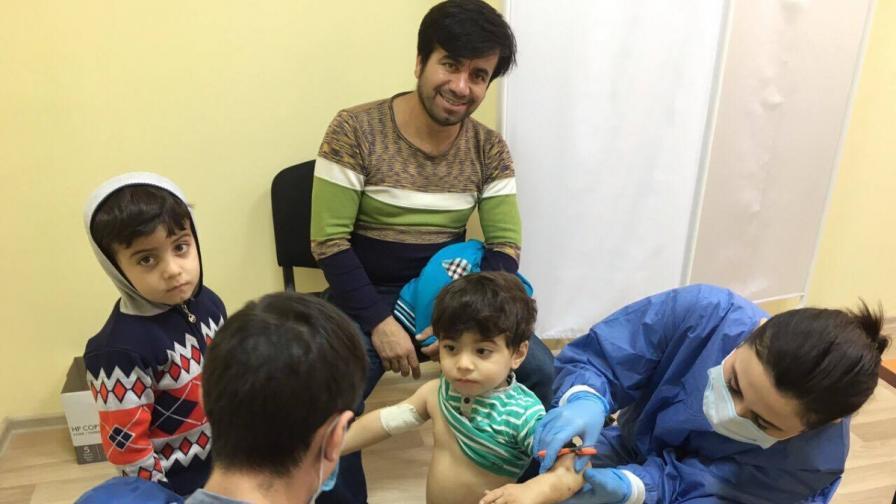 Лекари от ВМА прегледаха мигрантите в Харманли