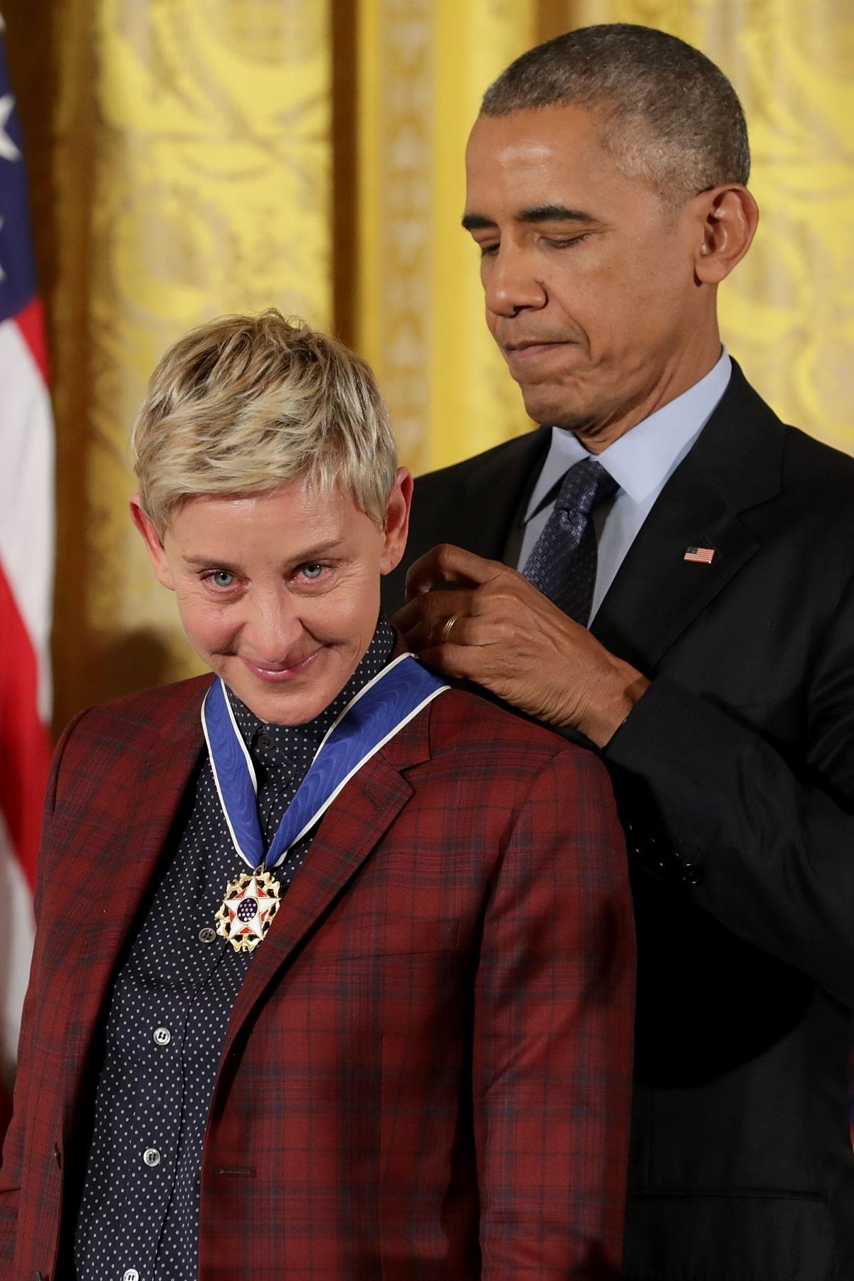 Барак Обама връчи Медал на свободата на водещата Елън ДеДженерис