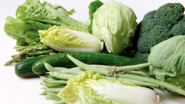 витамин K съсирване аспержи зелени зеленчуци сушени сливи краставици