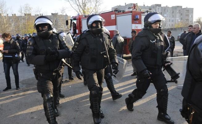 24 ранени полицаи в Харманли, Борисов: Екстрадираме!