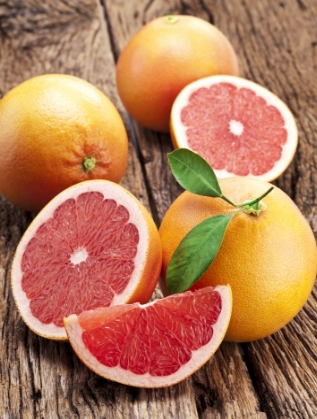 Грейпфрутът спомага за изчистването на токсините от тялото и предпазва клетките. Високото съдържание на витамин С действа антибактериално и противогрипно. Този плод е подходящ и за домашни разкрасителни процедури за лице, коса и тяло. Пийте всеки ден по една чаша сок от грейпфрут или го хапвайте в плодова салата.