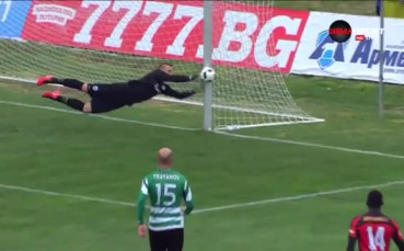 Спасяването на Коварж срещу Локомотив ГО