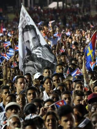 Половин милион кубинци се събраха на погребението на Фидел Кастро в Сантяго де Куба
