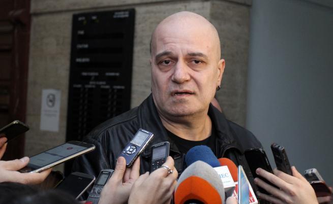 Кой трябва да се притеснява от Слави Трифонов в политиката