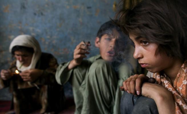 Семейство пуши опиум в Афганистан, 2006 г.