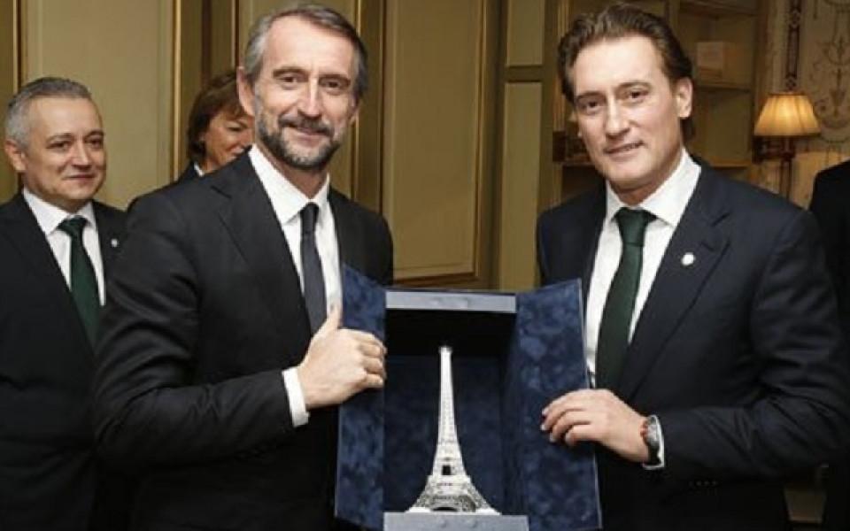Патрик Клуйверт приветства ВИП-делегацията на Лудогорец в Париж