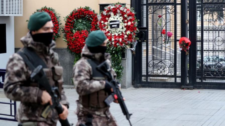 Тежковъоръжени специални части охраняват руското посолство в Анкара