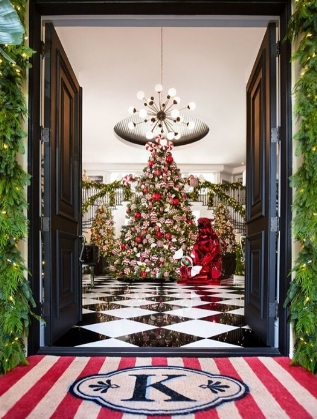 Коледна украса в дома на Крис Дженър