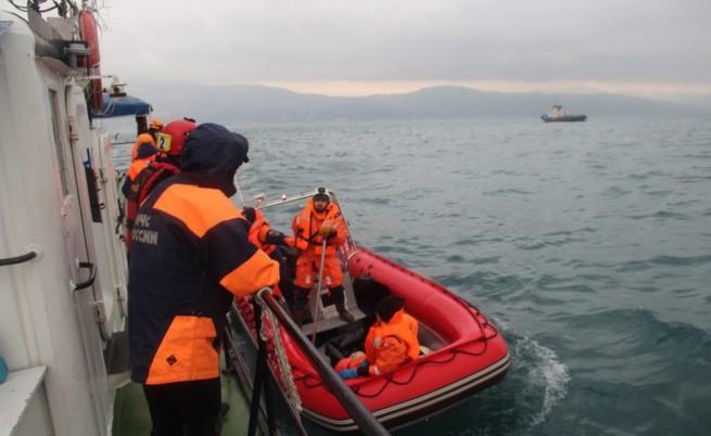 Руският самолет се разбил във водата на 6 км от пистата