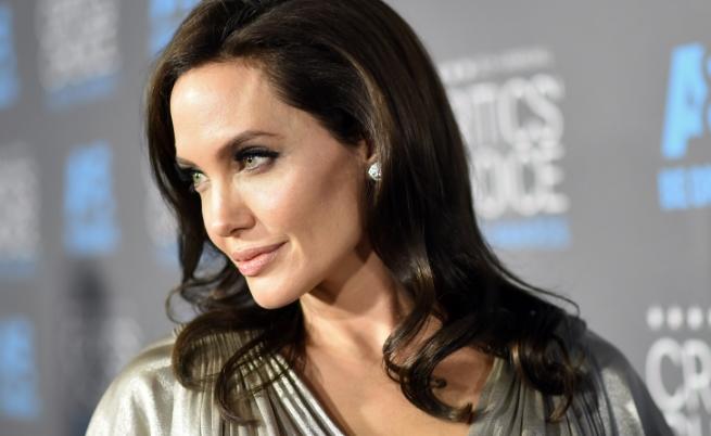 Къде прекараха Нова година Джоли и децата ѝ