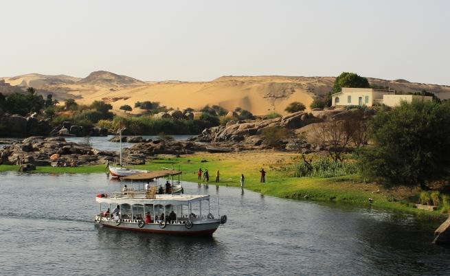 През кой континент минава река Нил?