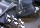 Смел крадец отмъкна диаманти за милиони