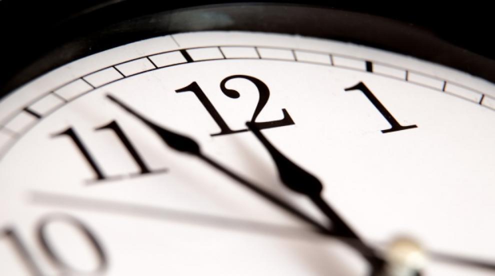 Местим стрелките часовника с час напред през нощта