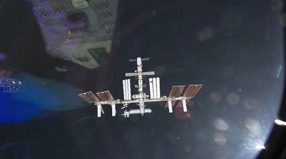 """Космонавти излязоха на безпрецедентна по сложност """"космическа разходка""""..."""