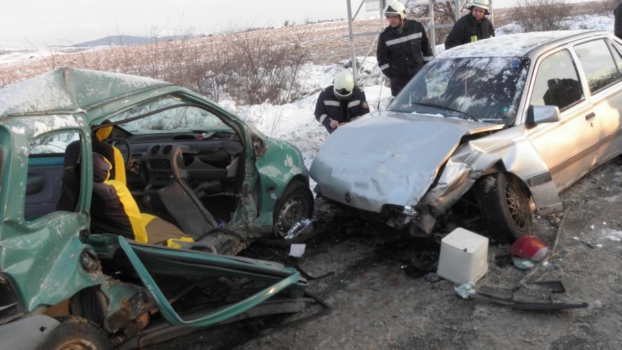 Една жертва и четирима ранени при катастрофа на Е-79