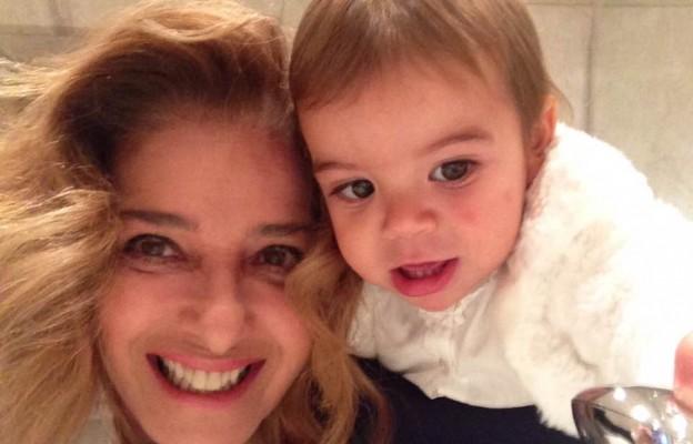 Малката внучка на Катето Евро се учи да готви