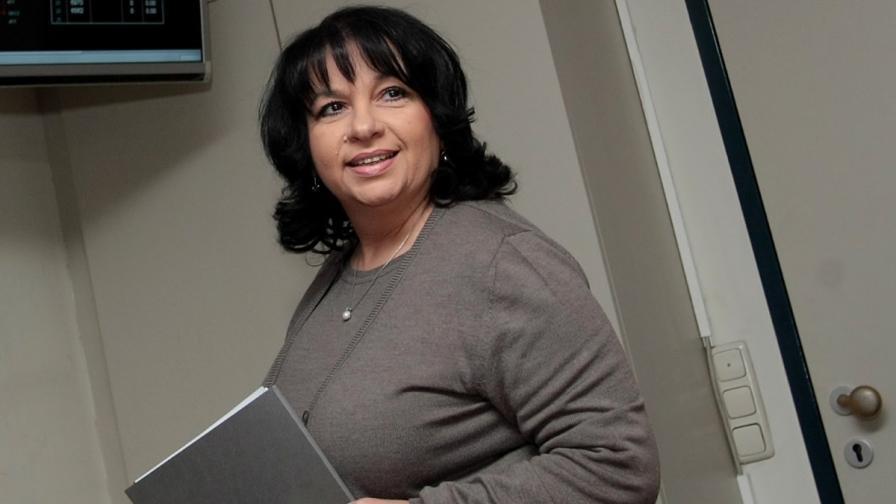 Министър Теменужка Петкова подава оставка