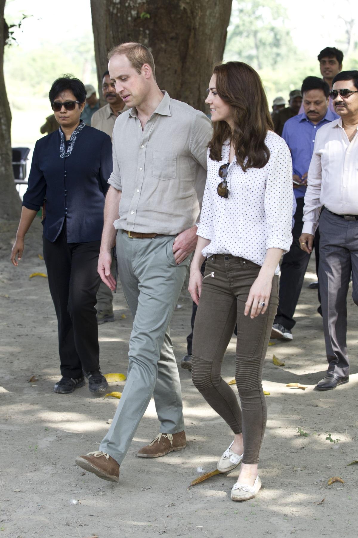 Отново в Индия Кейт Мидълтън се появи със семпли, тъмно кафяви джинси, а цената им е 50 долара.