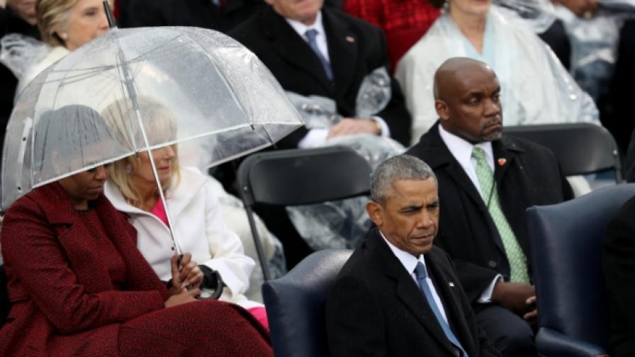 """Обама предаде властта и в """"Туитър"""", но не съвсем"""