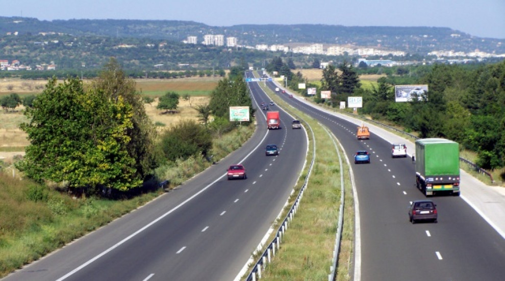 """Започва строителството на още 16 км от магистрала """"Хемус"""", вижте къде"""
