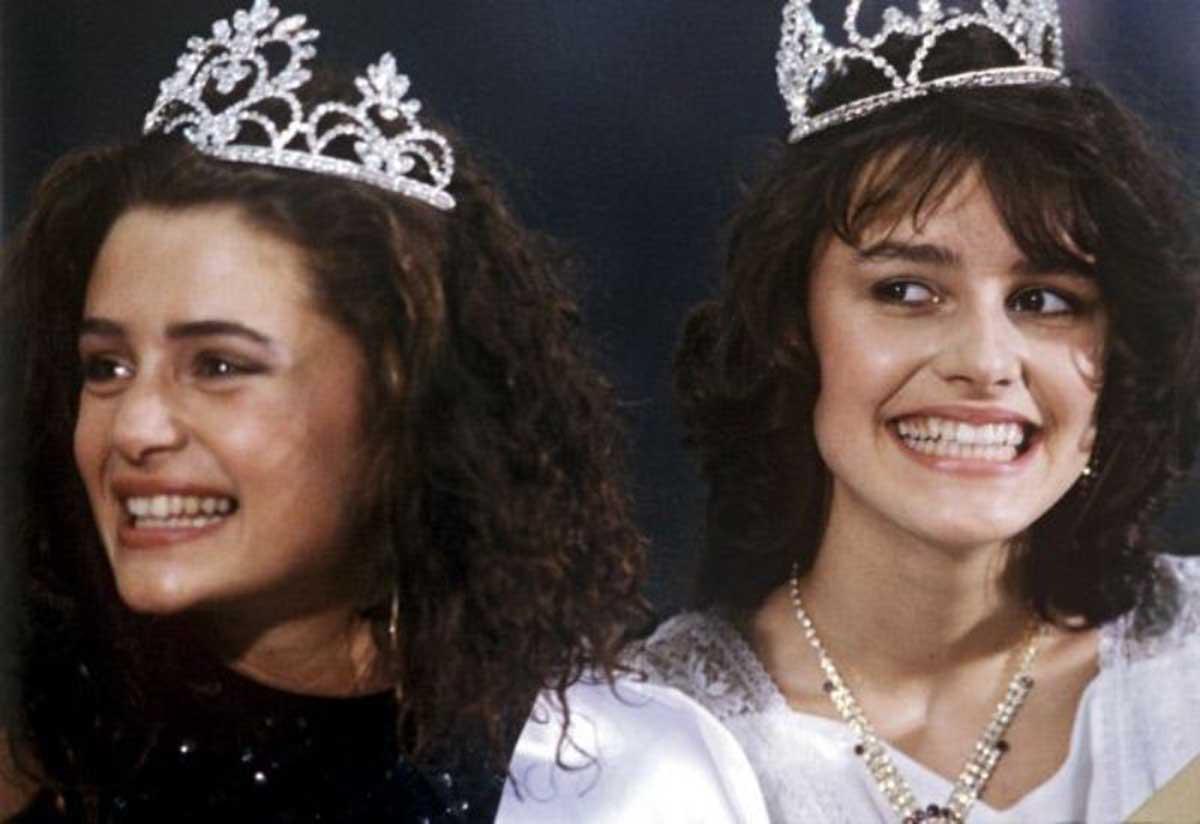 Титлата и короната са й дадени едва след година, когато конкурсът е официализиран.