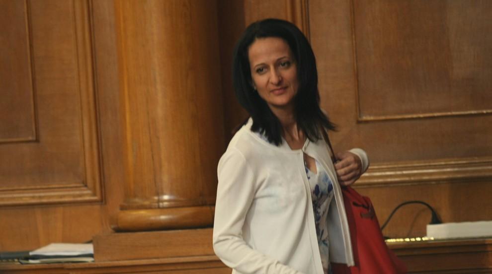 Парламентът прекрати мандата на Карина Караиванова...