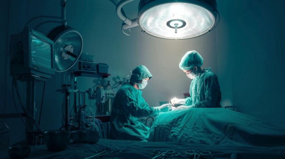 Турски лекари в Анталия се борят за живота на недоносени сиамски близнаци