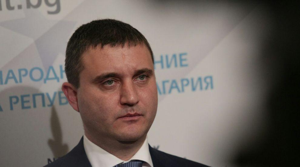 Финансовият министър не вижда причина да бъде поискана оставката на...