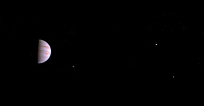 Астрономи откриха още 12 луни на Юпитер, една от които