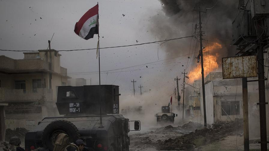 Спасени от развалините. Войната в Сирия. Автори: Ameer Alhalbi и Alessio Romenzi