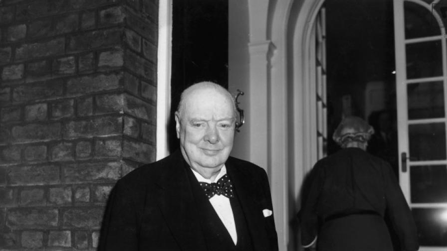 Откриха есе на Чърчил, в което пише за извънземните