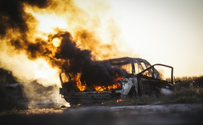 Вандали палят коли в цяла София